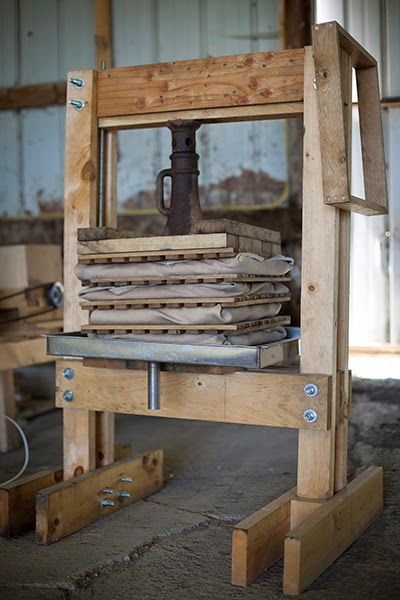 Hammerstone School teaches Carpentry for Farmsteaders